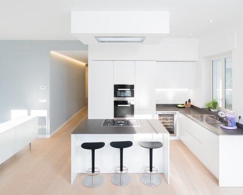 Cucina bianca con top grigio foto e idee houzz for Costo medio a lato di una casa a 2 piani