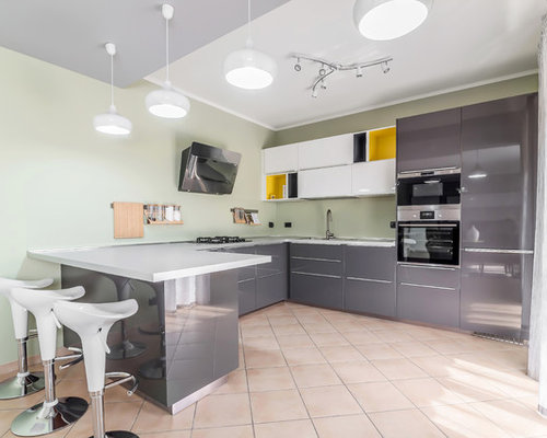Cucina ad ambiente unico con pavimento con piastrelle in ceramica ...