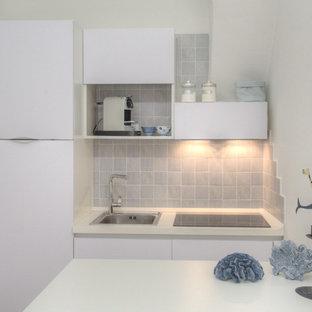 Cucina abitabile mediterranea con pavimento in laminato - Foto e ...