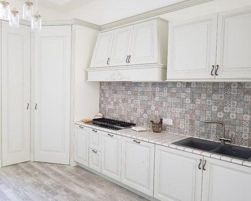 Cucina con top piastrellato napoli foto e idee per ristrutturare