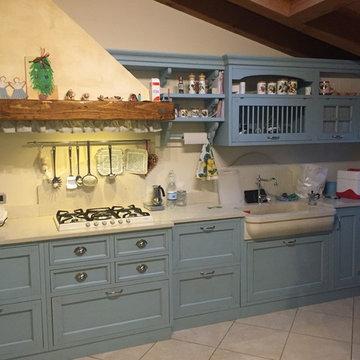 Cucina azzurra patinata