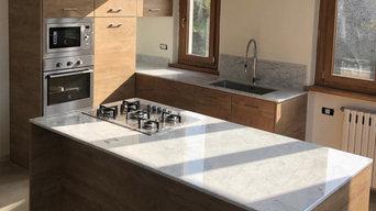 Cucina in laminato e marmo di Carrara