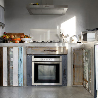 This is an example of a shabby-chic style kitchen in Rome.