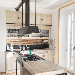 Esempio di una piccola cucina minimal con lavello a vasca singola, top in marmo e isola