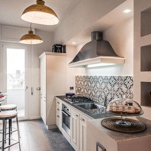 Cucina bianca con top nero foto e idee houzz - Cucina di campagna ...