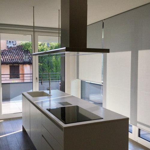 Cucina laccata bianca moderna con piano in CORIAN