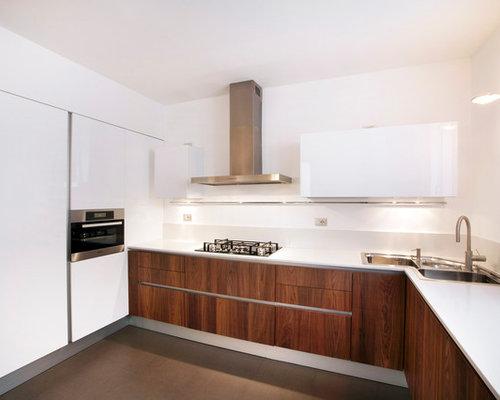 Cucina con ante in legno bruno foto e idee per - Ante in legno per cucina ...