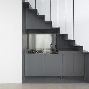 Idee per una piccola cucina lineare minimal con ante lisce e ante grigie