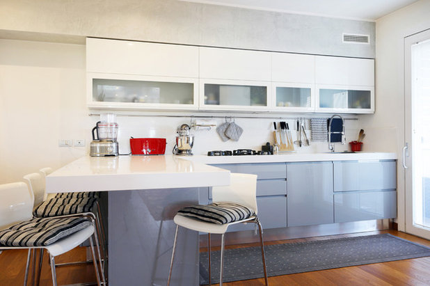 Contemporary Kitchen by Valentina Bozzato Home Staging & Foto d'Interni