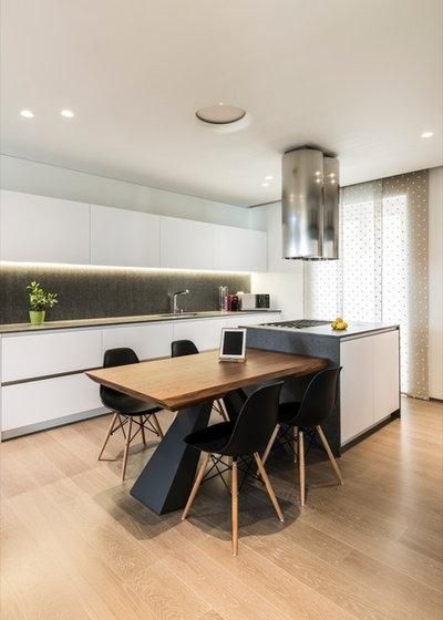 Moderno Cucina by Marco Tassiello Architetto
