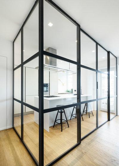 Современный Кухня by Brain Factory - Architecture & Design