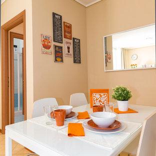 Idéer för ett mellanstort modernt linjärt kök med öppen planlösning, med vita skåp, laminatbänkskiva och klinkergolv i keramik