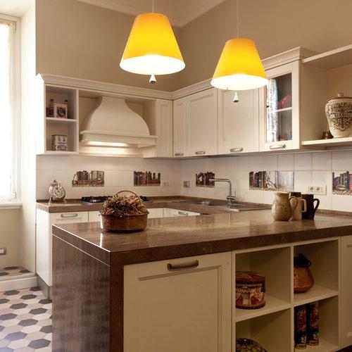 Cucina classica con pavimento con piastrelle in ceramica - Foto e ...