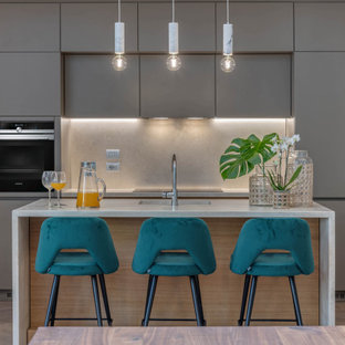 Large contemporary single-wall eat-in kitchen in Florence with flat-panel cabinets, grey cabinets, limestone benchtops, limestone splashback, stainless steel appliances, light hardwood floors, with island, a single-bowl sink, grey splashback and grey benchtop.