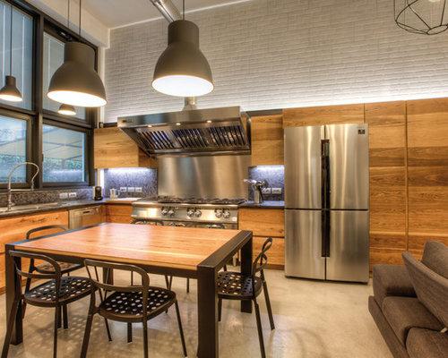 Cucina con ante in legno chiaro e top in granito - Foto e Idee per ...
