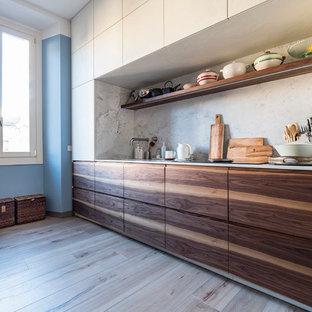 Idee per una cucina lineare nordica di medie dimensioni con ante lisce e nessuna isola