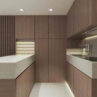 Modelo de cocina en U, contemporánea, pequeña, abierta, con fregadero integrado, armarios con rebordes decorativos, puertas de armario de madera clara, encimera de terrazo, salpicadero verde, salpicadero de azulejos de porcelana, electrodomésticos de acero inoxidable, suelo de terrazo, una isla, suelo gris y encimeras grises
