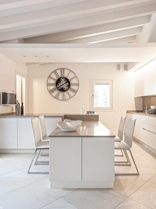 Cucina bianca e tortora foto e idee houzz for Case bianche moderne
