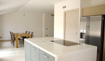 Piano cucina in Pietra della Lessinia Bianca spazzolata
