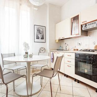 На фото: маленькая линейная кухня в скандинавском стиле с обеденным столом, плоскими фасадами, бежевым фартуком, черной техникой, бежевым полом, оранжевыми фасадами и полом из керамической плитки без острова с