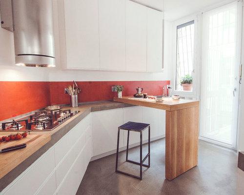 Foto e idee per cucine cucina con paraspruzzi rosso - Paraspruzzi per cucina ...