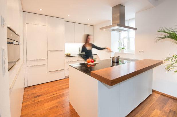 Современный Кухня by inside home