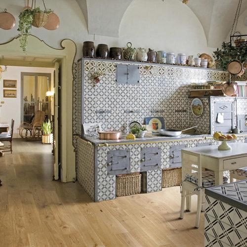 Cucina in campagna con parquet chiaro foto e idee per ristrutturare e arredare - Top cucina in ceramica ...