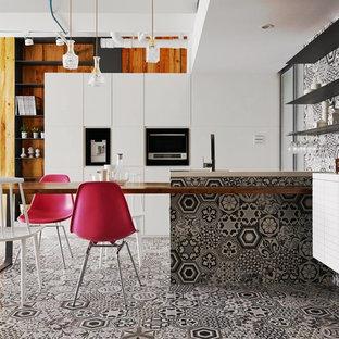 Inspiration för ett funkis kök, med släta luckor, vita skåp, flerfärgad stänkskydd, stänkskydd i cementkakel, cementgolv och flerfärgat golv