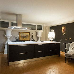 ローマの大きいコンテンポラリースタイルのおしゃれなキッチン (シングルシンク、濃色木目調キャビネット、ラミネートカウンター、シルバーの調理設備の、テラコッタタイルの床、ピンクの床、白いキッチンカウンター) の写真