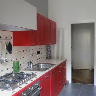Cucina con ante rosse e top piastrellato - Foto e Idee per ...