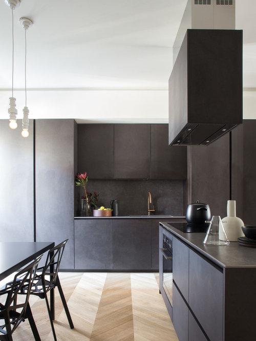 Foto Di Una Cucina Contemporanea Con Ante Lisce, Ante Nere, Top In Acciaio  Inossidabile