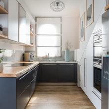 Idea del Mese: La Cucina di 15 mq Che si Appoggia al Vano Scale