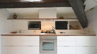 Una cucina in mansarda