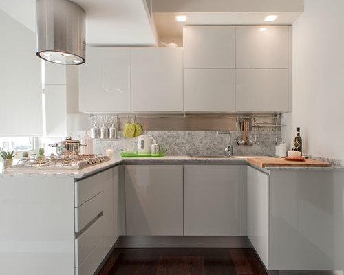 Cucina di medie dimensioni con parquet scuro foto e idee per arredare - Top cucina dimensioni ...