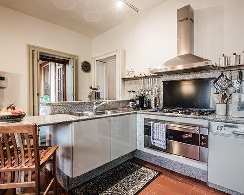 landhausstil k chen mit r ckwand aus travertin ideen design bilder houzz. Black Bedroom Furniture Sets. Home Design Ideas