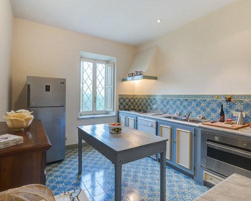 Cucina con pavimento con piastrelle in ceramica - Foto e Idee per ...
