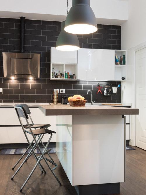 Cucina con pavimento in legno massello scuro foto e idee for Piastrelle paraspruzzi cucina