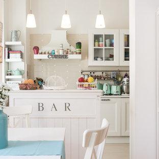 immagine di una cucina stile shabby di medie dimensioni con ante di vetro ante bianche