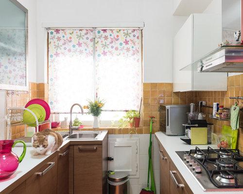 Cucina shabby chic style con ante in legno chiaro foto e idee