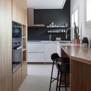 Idee per una piccola cucina contemporanea con pavimento bianco