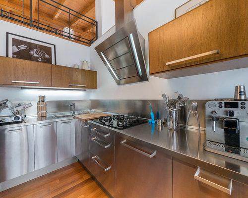 Hi tech low cost la cucina in acciaio e legno - Cucine legno e acciaio ...