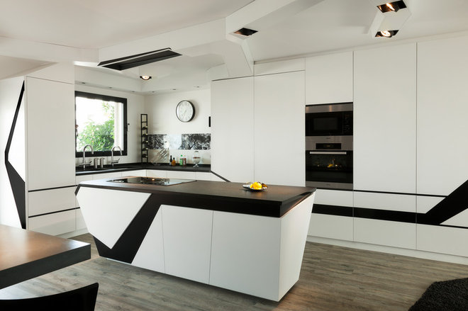 Contemporary Kitchen by Agence Glenn Medioni