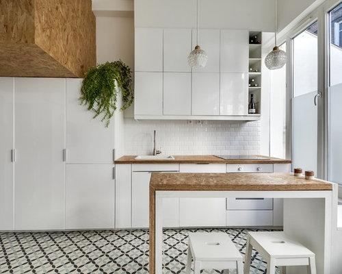 cuisine avec une cr dence en carrelage m tro photos et. Black Bedroom Furniture Sets. Home Design Ideas