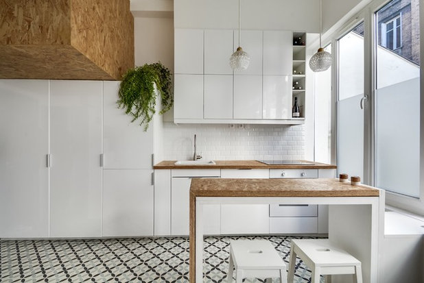 Contemporary Kitchen by MEERO