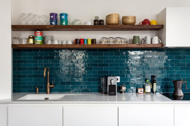 Midcentury Kitchen by Marion Alberge Décoration