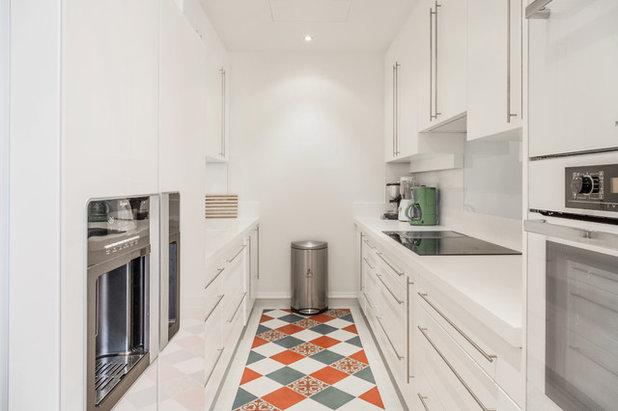 Современная классика Кухня Appartement de Luxe - Triangle d'Or, Paris
