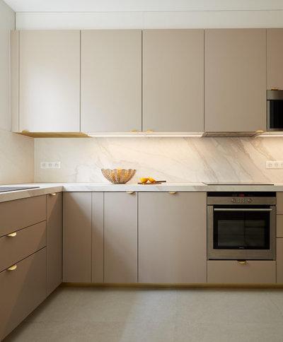 Contemporain Cuisine by Lichelle Silvestry Interiors