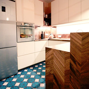 Inspiration for a mid-sized contemporary u-shaped eat-in kitchen in Paris with an undermount sink, beaded inset cabinets, beige cabinets, wood benchtops, brown splashback, timber splashback, panelled appliances, cement tiles, with island and turquoise floor.