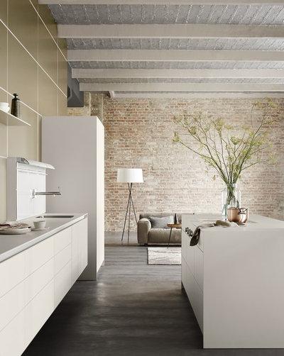 Contemporary Kitchen by bulthaup - cuisine a vivre - La Rochelle