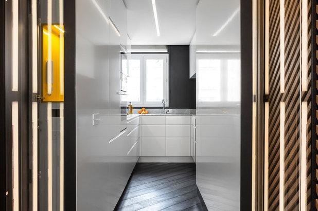 Современный Кухня by Agence Glenn Medioni